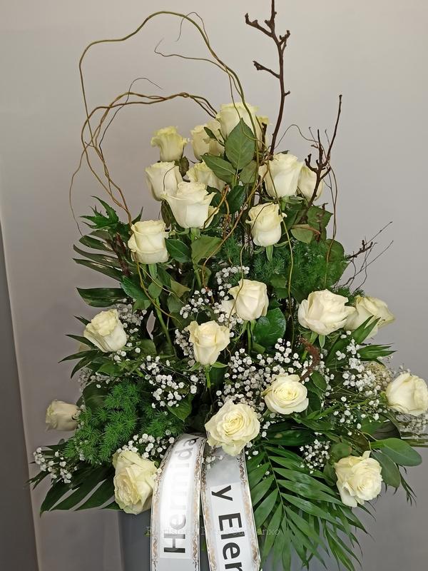 centro funeral rosas blancas
