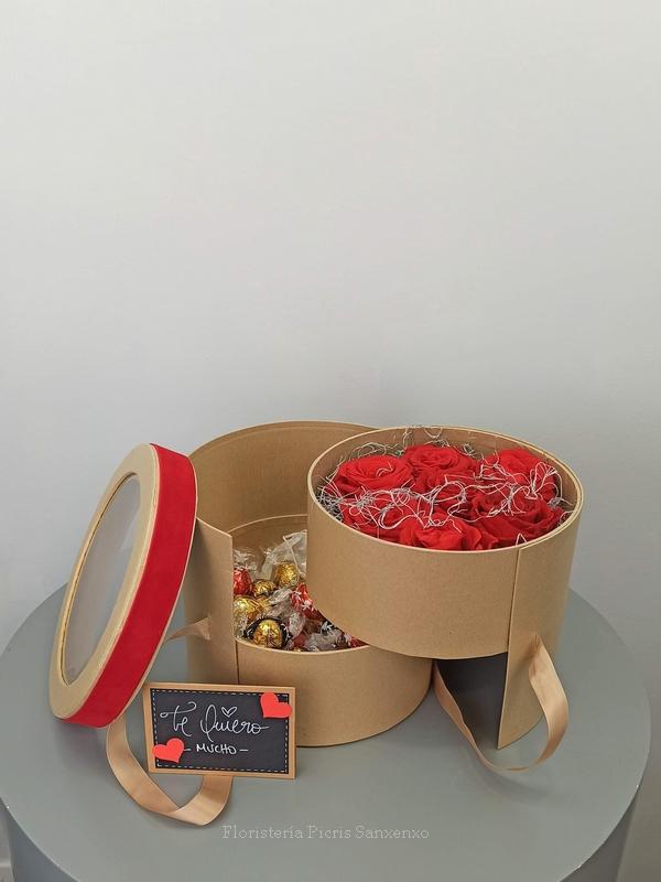 bombonera con rosas rojas preservadas