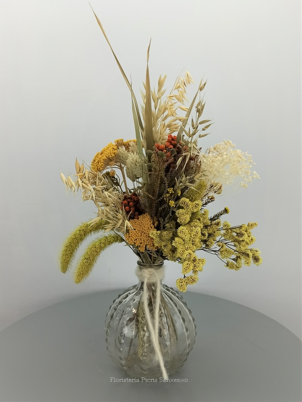 ramito flores secas tono amarillo y ocre