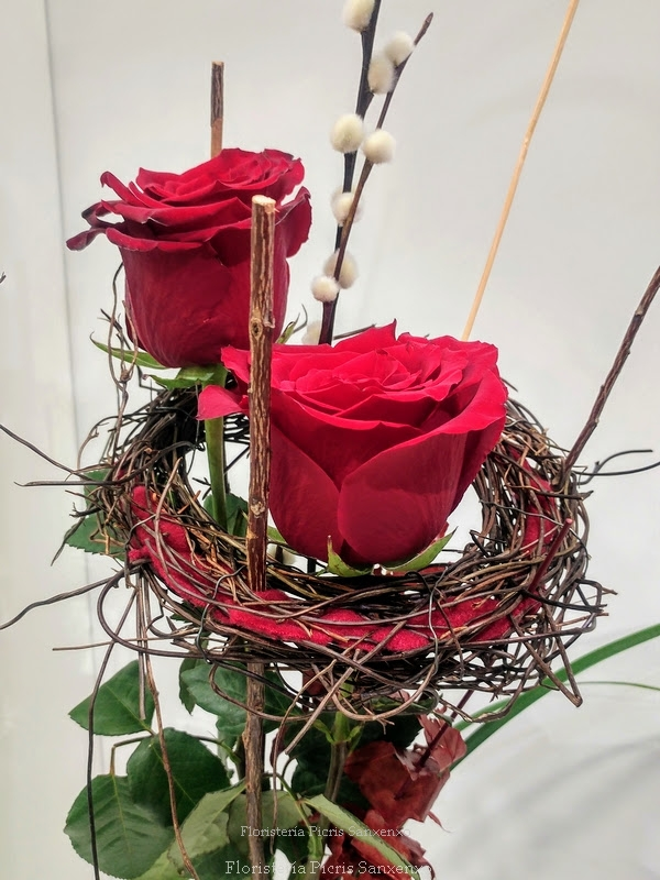 Ramo de dos rosas rojas