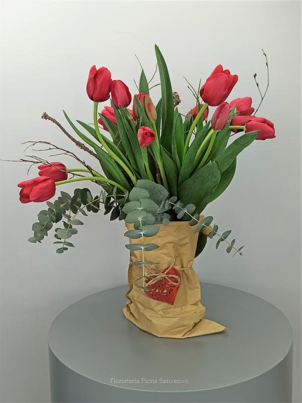 ramo tulipanes en sobre