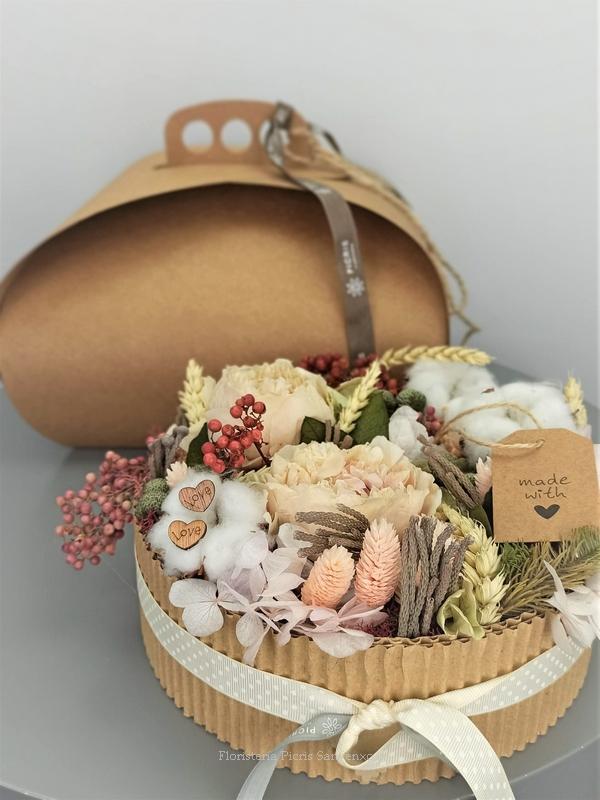 tarta de flores secas y preservadas