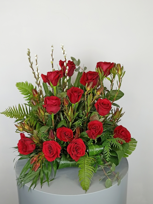 centro rosas rojas flores para cementerio