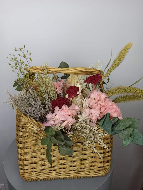 cesta flores secas rosa